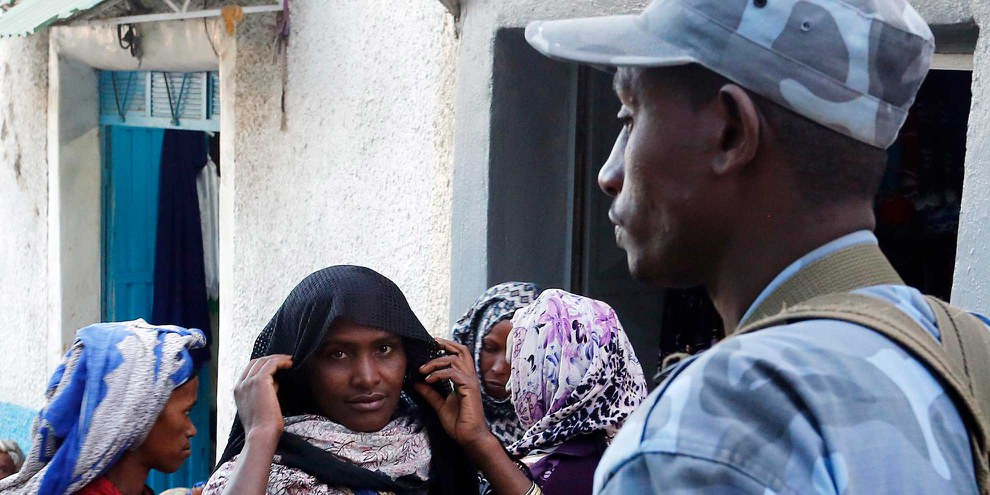 Seit der Verhängung des Ausnahmezustands am 10. Oktober greifen Sicherheitsorgane hart durch. Strassenszene in Harar, Ostäthiopien. ©  Dragan Tatic/wikicommons