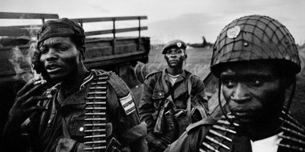 Soldaten der kongolesischen Regierungsarmee in der Region Ituri. Auch die Regierungsarmee hat sich schwerer Menschenrechtsverletzungen schuldig gemacht © Cédric Gerbehaye / Agence VU