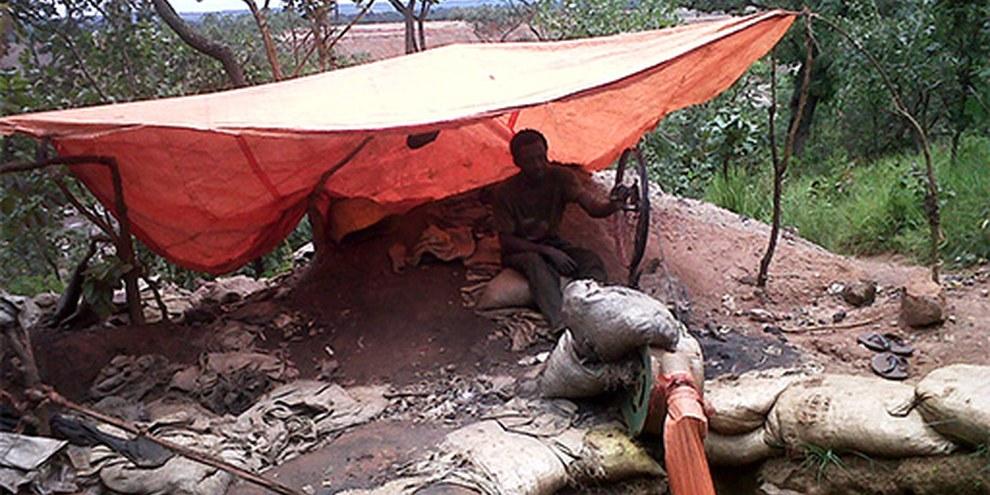 Improvisierte Lüftung einer Mine © Action Contre l'Impunité pour les Droits Humains (ACIDH)