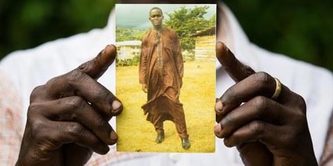 Fomusoh Ivo Feh wurde im Dezember 2014 wegen eines SMS verhaftet, das er als Witz einem Freund schickte. Zusammen mit zwei Freunden ist er angeklagt, eine Rebellion gegen den Staat angezettelt zu haben.  © Vincent Tremeau/Amnesty International