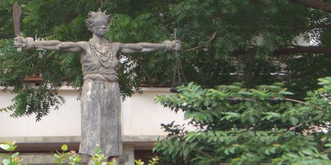 'Justice' - Eine Statue in Nigeria, 2009 © Amnesty International