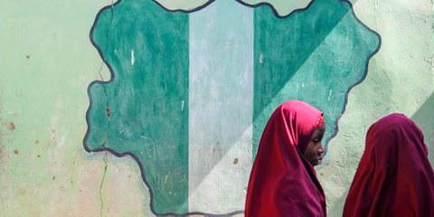Schülerinnen in Nigeria. © bmszealand / shutterstock