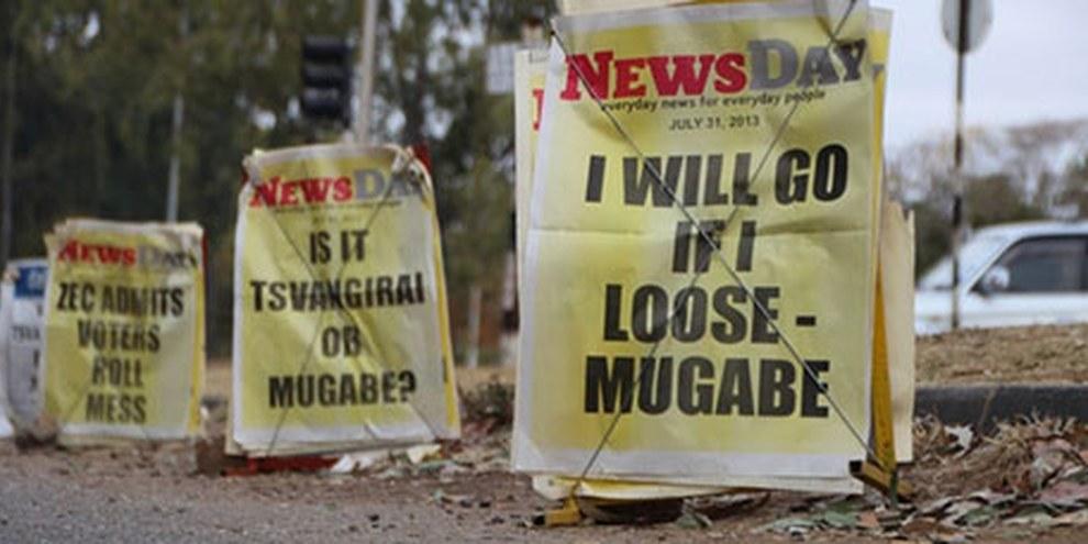 Schlagzeilen am 31. Juli 2013 in Simbabwes Hauptstadt Harare. © AI