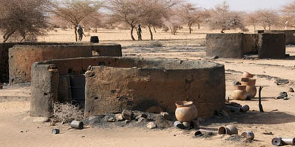 Die sudanesische Armee brannte das Dorf Tangrara nieder. April 2011. © Privat