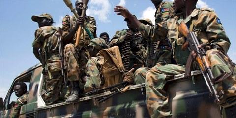 Soldaten der südsudanesischen Armee (SPLA) auf einem Militärstützpunkt in Malakal am 16. Oktober 2016: © ALBERT GONZALEZ FARRAN/AFP/Getty Images