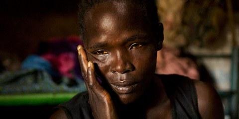 Im Konflikt zwischen der Regierung des Südsudan und der Oppositionskräfte von 2013 bis 2015 hat keine der Konfliktparteien Rücksicht auf die Zivilbevölkerung genommen. Der Mann dieser Frau wurde am Vorabend getötet. © Tim McKulka