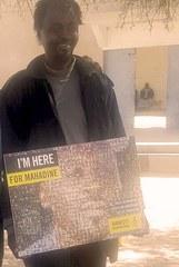 Mahadine mit «seinem» Poster.