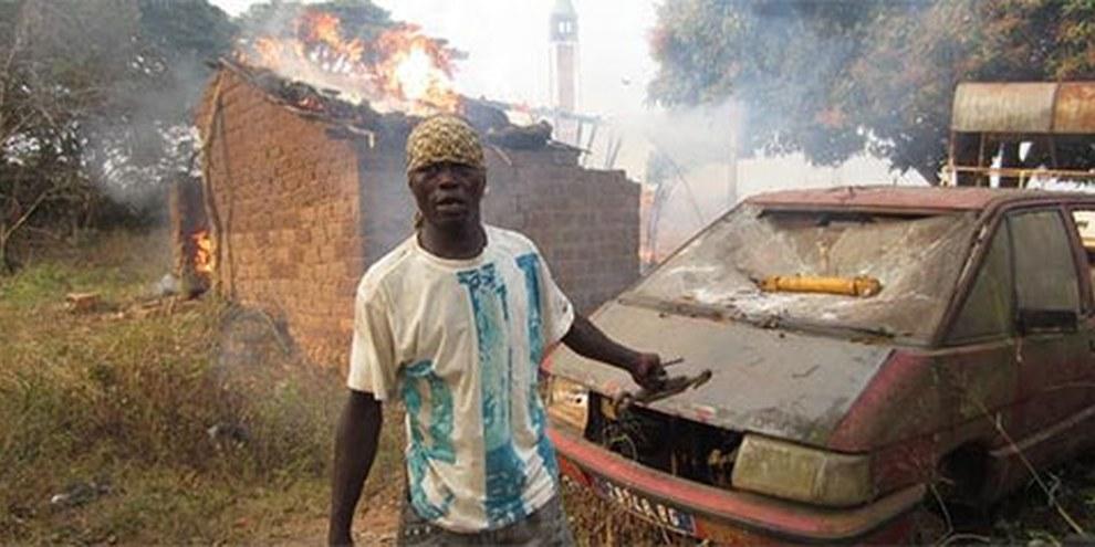 Schon Ende Januar wurden Grundstücke muslimischer Gemeinschaften nördlich der Hauptstadt Banui geplündert und angezündet. © AI
