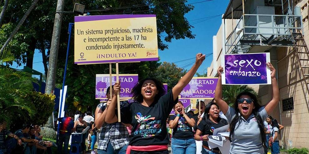 Die Jugendorganisation Colncidir fordert die Freilassung von Frauen, die wegen Fehlgeburten inhaftiert sind. © Øle Schmidt