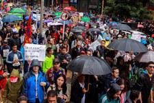 Massive Gewalt gegen Protestierende