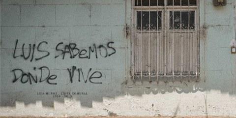 Keine leere Drohung:  Der im Graffito mit dem Tod bedrohte Menschenrechtsverteidiger wurde später umgebracht. © Amnesty International.