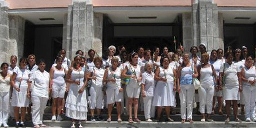 Die «Frauen in Weiss», Gattinnen von inhaftierten Dissidenten, demonstrieren für die Freilassung ihrer Liebsten © Carlos Serpa Maceira