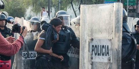 Demonstration in Mexico City vom 2. Oktober 2013. © Daniel Guerrero