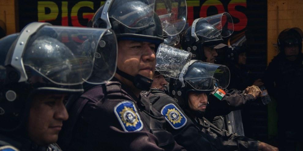 Polizeiaufgebot an einer Protestkundgebung in Mexiko City. © Amnesty International/Sergio Ortiz Borbolla