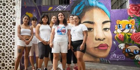 Nach einem erneuten Feminizid demonstrierten diese Aktivistinnen im November 2020 in Cancun gegen die Gewalt an Frauen und wurden dabei von der Polizei beschossen. © Maho Irigoyen/Amnesty International