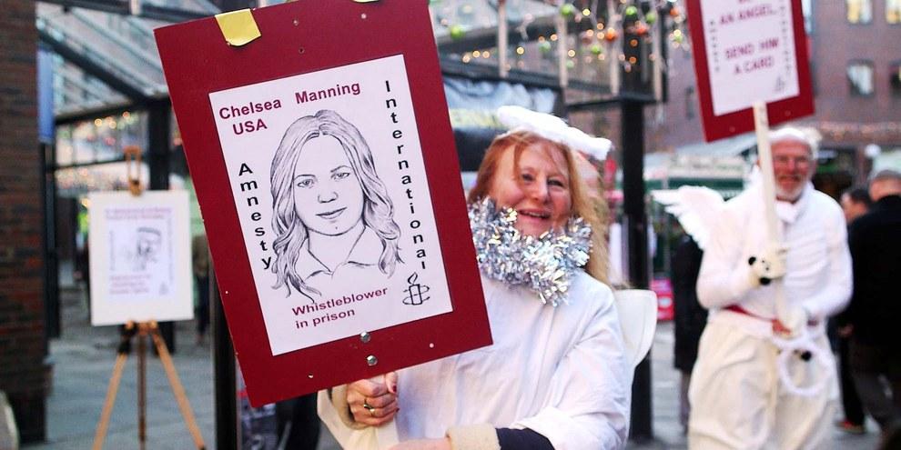 Unterstützungskampagne für die Begnadigung von Chelsea. © AI