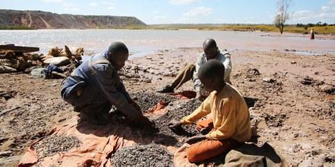 Kobaltförderung mit einfachsten Mitteln in der Demokratischen Republik Kongo. © Amnesty International