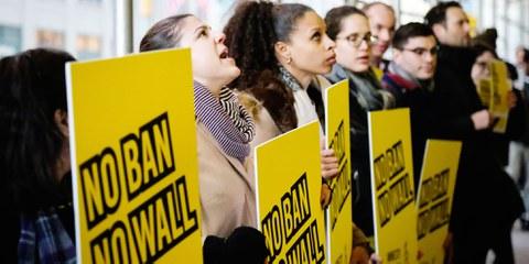 Amnesty-Aktion gegen Präsident Donald Trumps erstes «Muslim-Ban-Dekret». © Amnesty USA