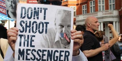 Mahnwache für Julian Assange im Juni 2018  in London. © Katherine Da Silva Image / shutterstock.com