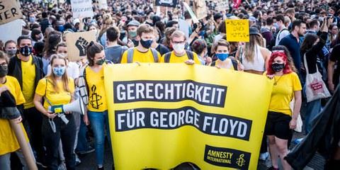 Auf der ganzen Welt wurde gegen Rassismus und Polizeigewalt demonstriert, wie hier im Juni in Wien. ©Christopher Glanzl / Amnesty International Austria