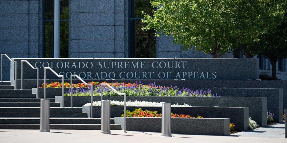 Vor dem Supreme Court in Denver, der Hauptstadt des Bundesstaates Colorado. © Epiglottis / shutterstock.com