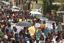 Wie Staaten die sexuellen und reproduktiven Rechte der Frauen verletzen