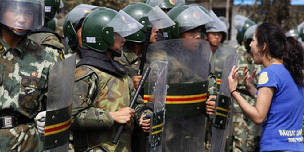 Protestiernde Uigurin, Urumqi, Juli 2009 © AP/PA Photo/Ng Han Guan