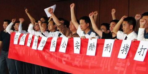 Aktion von Anwälten, die sich für ihre inhaftierten Kollegen einsetzen, Peking, Mai 2009. © privat