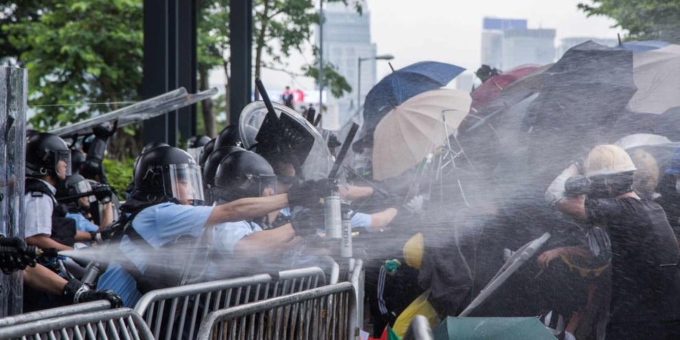 Zusammenstoss zwischen Polizei und Protestierenden, Hongkong, Juli 2019. © Jimmy Lam @everydayaphoto