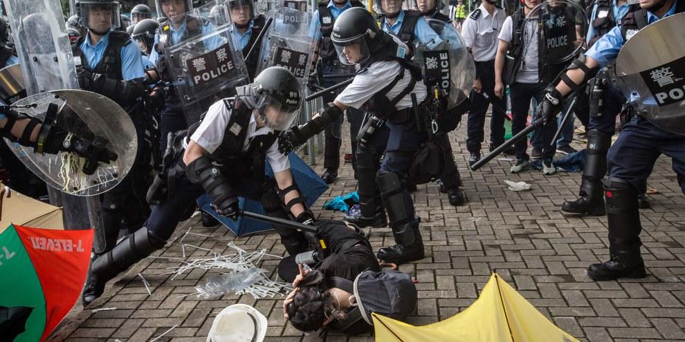 Die Hongkonger Polizei geht mit rücksichtsloser und willkürlicher Gewalt gegen die Protestierenden vor. @ Jimmy Lam / everydayaphoto