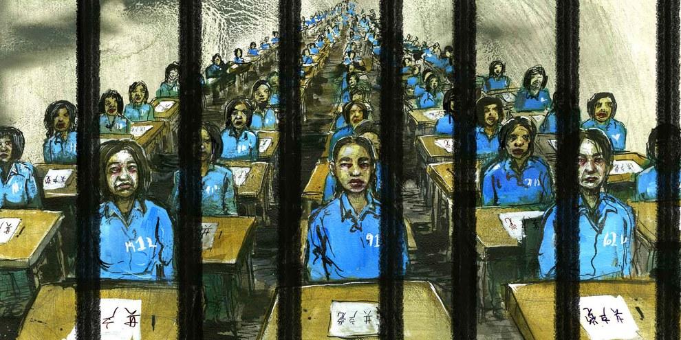 Inhaftierte in einem «Klassenzimmer», in welchem sie die chinesische Kultur erlernen sollen. © Molly Crabapple. Weitere Illustrationen zum Bericht: Bitte aufs Bild klicken.