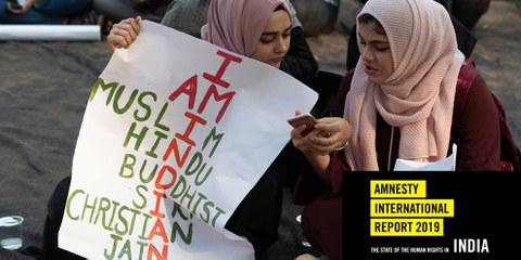 Zwei muslimische Inderinnen mit Protest-Plakaten gegen das umstrittene Citizenship Amendment Bill ( CAB CAA ) in Mumbai Maharashtra, Indien. © arun sambhu mishra / shutterstock