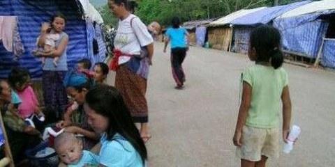 Hmong-Flüchtlinge in einem Lager in Thailand © AI