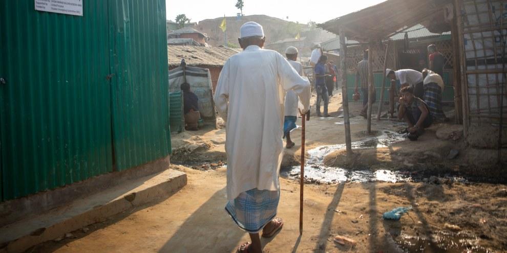 Der 100-jährige Rohingya-Flüchtling Qari Arshad Hossain lebt gegenwärtig in einem Lager in Bangladesch. ©Amnesty/Reza Shahriar Rahman