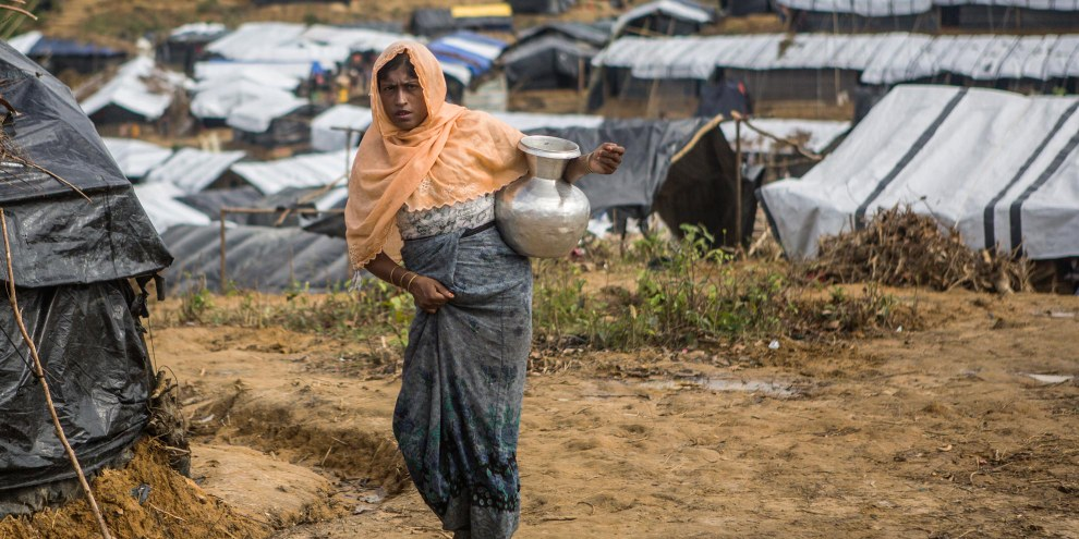 Eine Rohingya-Flüchtlingsfrau im Kutupalong Flüchtlingslager in Bangladesch. © Andrew Stanbridge / Amnesty International
