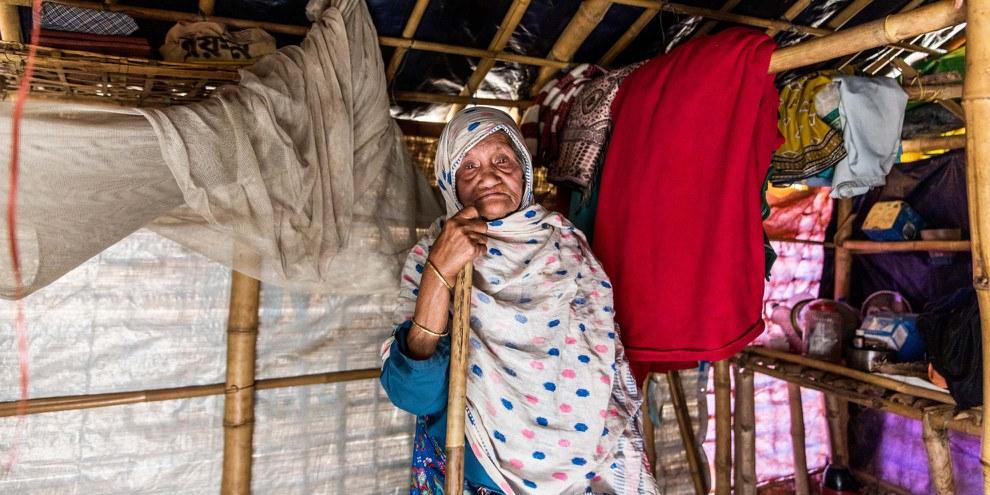 Sokhina Khatun ist um die 90 Jahre alt und lebt gegenwärtig in Camp #1 East in Bangladesch. © Amnesty/Reza Shahriar Rahman