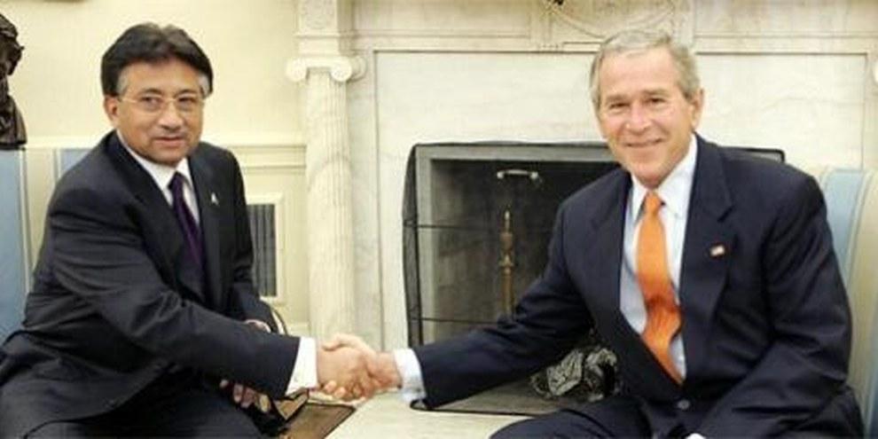 Zusammenarbeit im «Krieg gegen den Terror»: US-Präsident Bush und Pakistan-Präsident Musharraf © APGraphicsBank