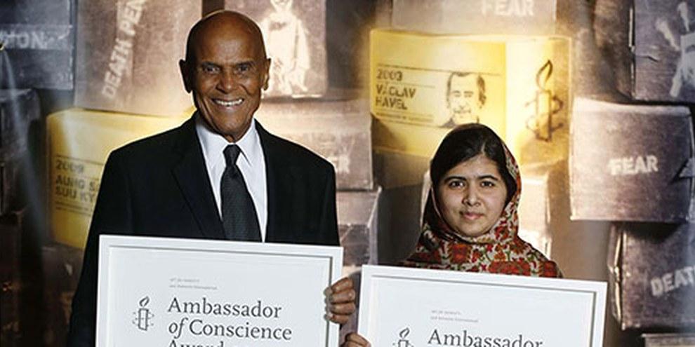 Als «Ambassadors of Conscience 2013» ausgezeichnet: Harry Belafonte und Malala Yousafzai in Dublin. © AI