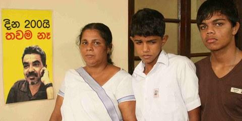 Ein Beispiel unter vielen: Der 2010 verschwundene Journalist Prageeth Eknaligoda und seine Familie. © Privat