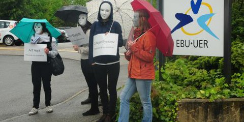 Genfer Amnesty-AktivistInnen vor den Büros der EBU © AI