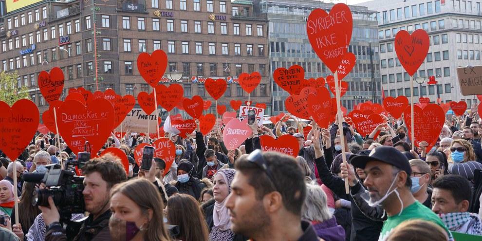 Demonstration in Kopenhagen vom 19. Mai 2021 gegen die Entscheidung der Regierung, syrische Flüchtlinge abzuschieben. © Davut Colak/Anadolu Agency via Getty Images)