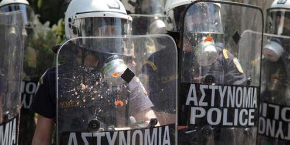 Griechische Polizisten im Einsatz an einer Demonstration. © Georgia Panagopoulou / Demotix