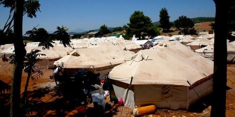 Das Malakasa-Flüchtlingslager, 40 km von Athen entfernt. Rund 1000 Menschen sitzen hier unter erbärmlichen Bedingungen fest. © Giorgos Moutafis/Amnesty International