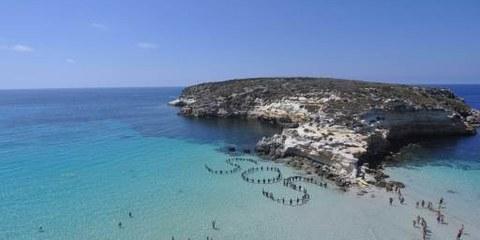 Amnesty-Aktion vor Lampedusa. © AI