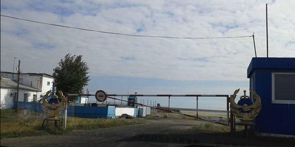 Eingang zum Hochsicherheitsgefängnis «Zhaman Sopka» (kasachisch für: «Schlechter Hügel») im Norden von Kasachstan. © Privat