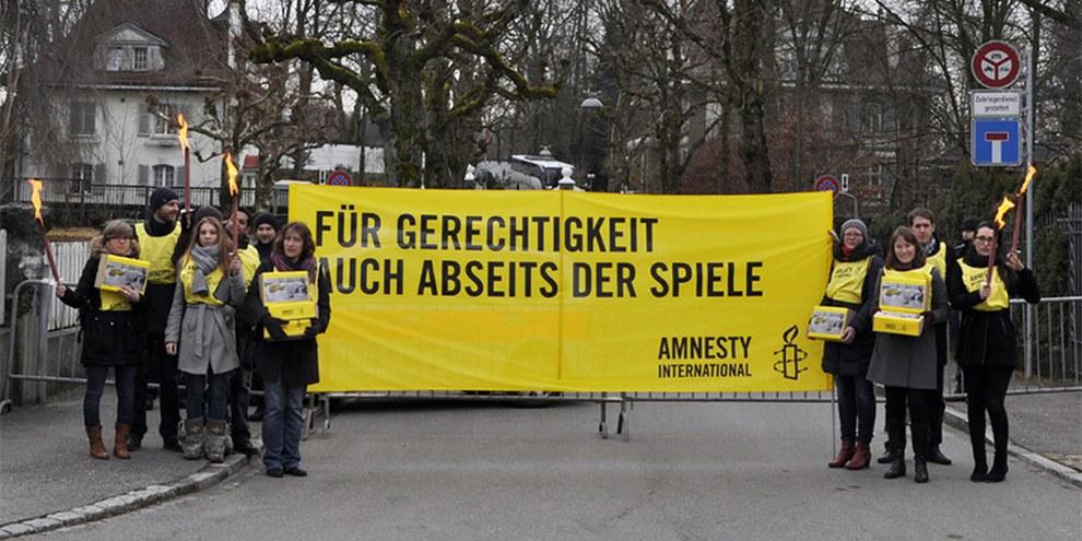 Petitionsübergabe vor der Russischen Botschaft in Bern, 30.1.2014  © Philippe Lionnet