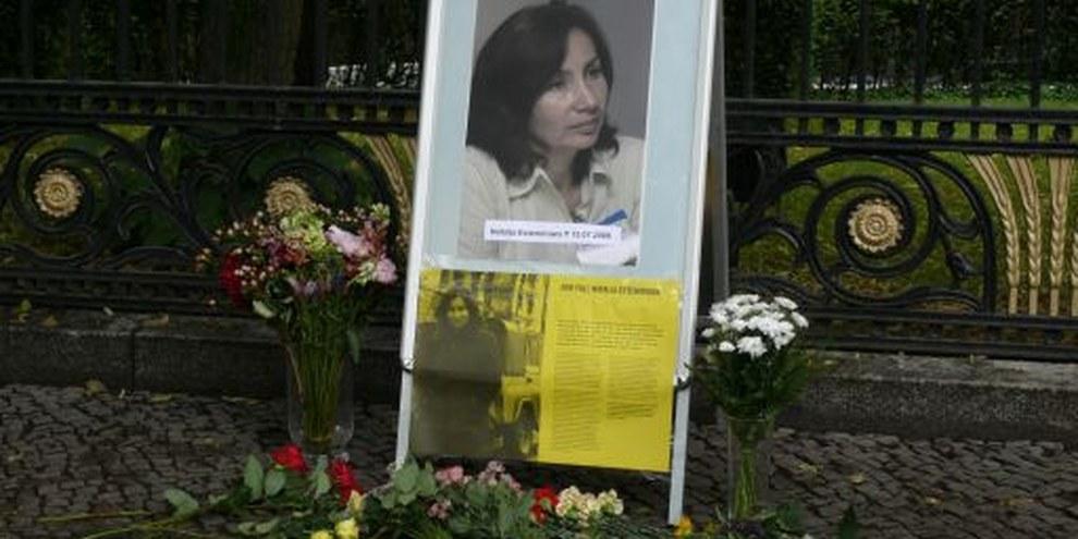 Gedenkveranstaltung zum sechsten Todestag von Natalija Estemirova vor der russischen Botschaft in Berlin, Juli 2015. © Amnesty International Deutschland