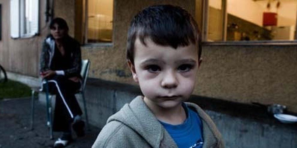 Ein Junge im Nothilfezentrum Zürich-Altstetten. © Jacek Pulawski