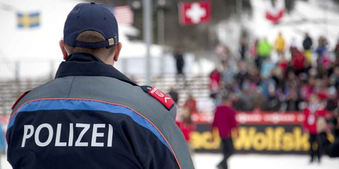 Dass die Polizei künftig gegen 13-jährige Kinder mit Massnahmen wie Kontaktverboten, Rayonverboten oder elektronischer Überwachung vorgehen kann, ist aus kinderrechtlicher Sicht nicht akzeptabel. © KarolinaRysava / Shutterstock.com
