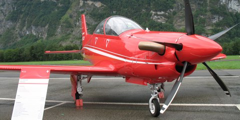 Die Firma Pilatus unterstützt das Training von Kampfpiloten der saudischen Koalition mit Flugzeugen, Simulatoren und Supportleistungen vor Ort. © wikimedia / Hb-mfb